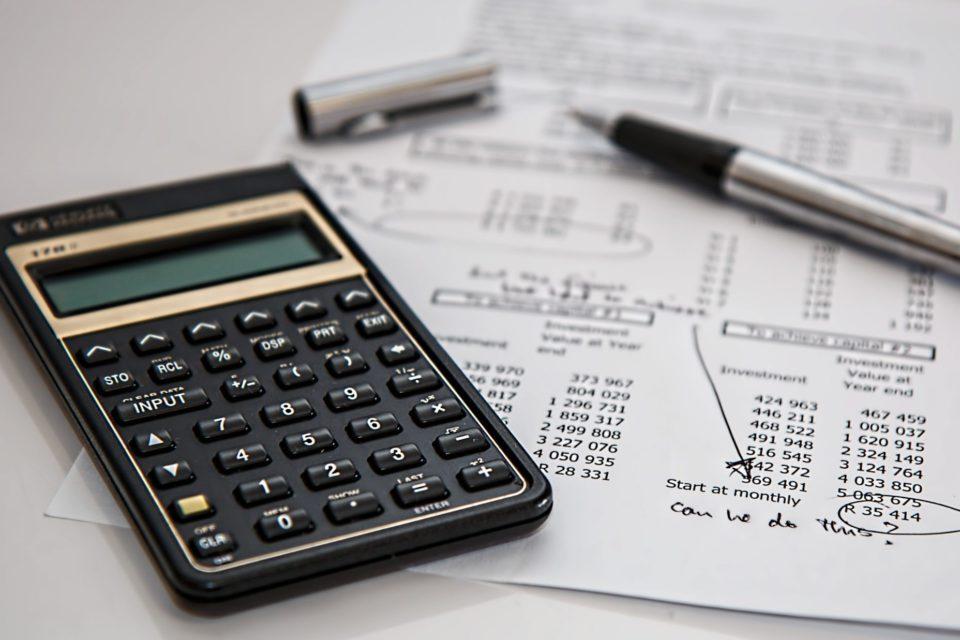 Calculadora caneta e papel